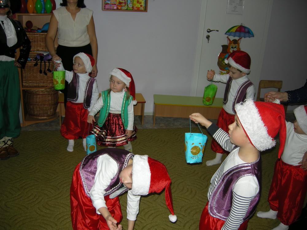 гномики танцуют